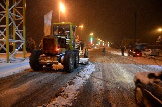 اعزام 500 نیروی مناطق 22گانه برای برف روبی منطقه یک تهران ، پاکسازی معابر اصلی تا ساعت 24