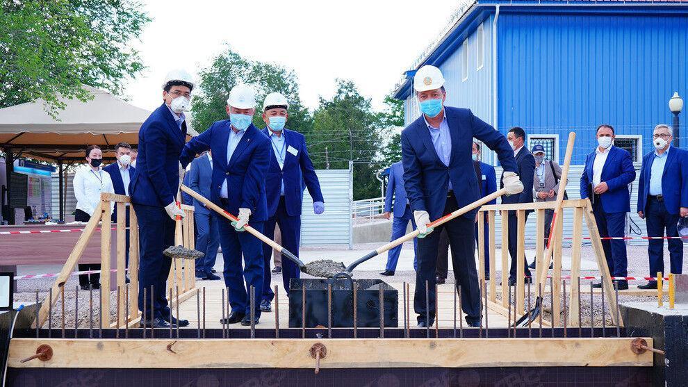 ساخت کارخانه فراوری واکسن کرونا در قزاقستان