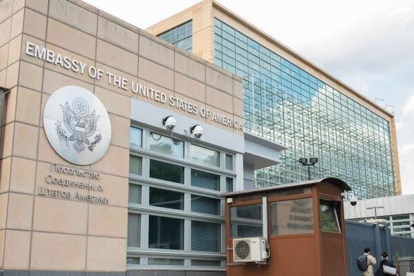 تعداد کارکنان کنسولی سفارت آمریکا در مسکو 75 درصد کاهش می یابد