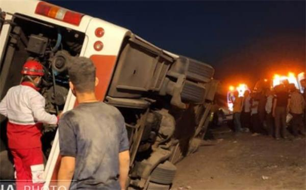 16 مصدوم بر اثر تصادف اتوبوس با پراید در جاده سلفچگان-قم
